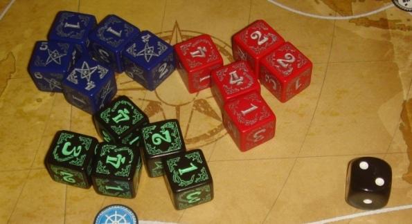 Кубики уж точно могли быть лучше - справа пример кубика из игры
